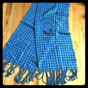 Gap gray and blue houndstooth scarf